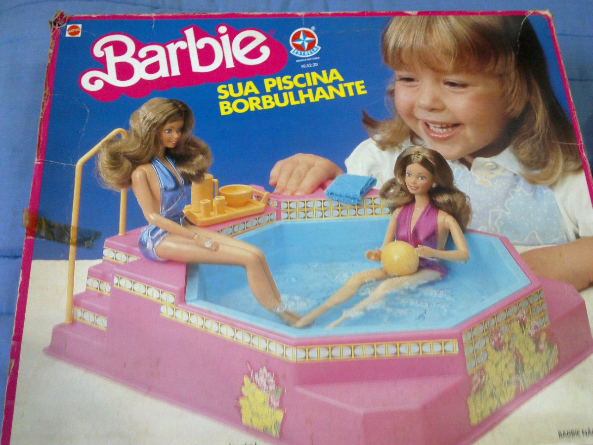 Anos 80 momento lembran as brinquedos e brincadeiras for A piscina da barbie